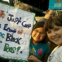 Снимок сделан в Robin Hood #Concert4NYC пользователем Pia N. 9/30/2011