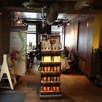 Das Foto wurde bei Starbucks von Cameron W. am 8/10/2012 aufgenommen