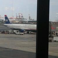 Das Foto wurde bei Newark AirTrain - Terminal A von Gabriel R. am 8/11/2012 aufgenommen