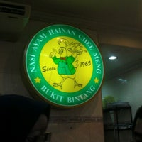 Photo taken at Nasi Ayam Hainan Chee Meng by Nadia A. on 12/15/2011