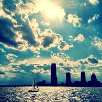 Photo prise au Battery Park City Esplanade par Raffi A. le6/8/2012
