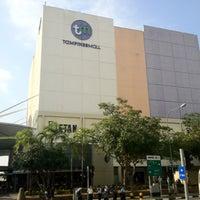 รูปภาพถ่ายที่ Tampines Mall โดย Don M. เมื่อ 8/10/2012
