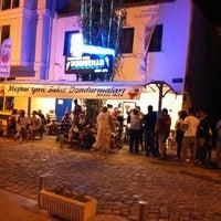 รูปภาพถ่ายที่ Girit Sakız Dondurmacısı Nazmi Usta โดย Levent K. เมื่อ 8/28/2011