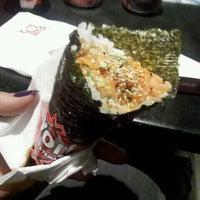 Foto tirada no(a) Yoi! Rolls & Temaki por Suzi F. em 7/25/2012