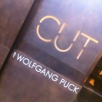 Photo taken at CUT by Wolfgang Puck by JP S. on 1/6/2011