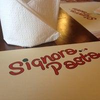 Photo prise au Signora Pasta par Sari R. le2/18/2012