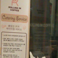Photo taken at Rolling in Coffee by 종민 오. on 8/21/2011
