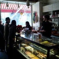 Foto tirada no(a) The Hungarian Pastry Shop por Keith K. em 12/24/2011