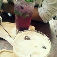 Photo taken at 커피맛이 멜로 by Eunkyung M. on 9/25/2011