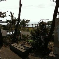 Photo taken at 갯바위팬션 by 이 준. on 8/19/2011