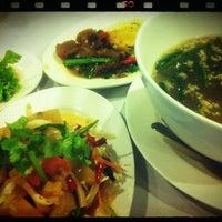 Photo taken at ทองดีโภชนา ข้าวต้มโต้รุ่ง by oumie™ on 8/10/2012