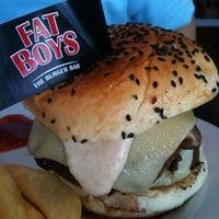 Das Foto wurde bei Fat Boy's The Burger Bar von Jeff S. am 10/28/2011 aufgenommen