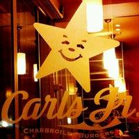 Foto tomada en Carl's Jr. por Fond of Food el 10/20/2011