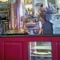 Photo taken at Petite Fleur by Pemy on 10/22/2011