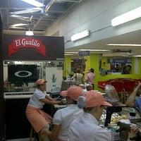 Foto tomada en Tienda Gualilo por Dayro R. el 1/28/2012