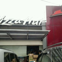 Photo taken at Pizza Hut by Uka P. on 10/20/2011