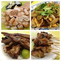Photo taken at Pasir Panjang Food Centre by Alainlicious on 8/18/2012