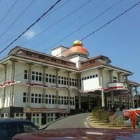 Photo taken at Halaman Kantor Walikota Pangkalpinang by Herfanda V. on 9/17/2011