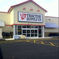 Photo taken at Tractor Supply Co. by DjCaucajion S. on 11/28/2011