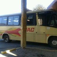 Foto tomada en Terminal de Buses JAC por Jéssica S. el 4/14/2012