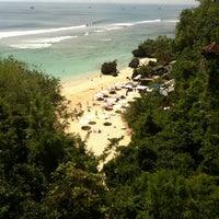 Снимок сделан в Padang-Padang Beach пользователем Dudy S. 5/20/2012