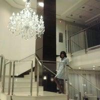 Photo taken at Blue Tree Premium Faria Lima by Luana O. on 5/1/2012