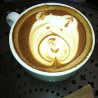 Photo prise au Urth Caffé par Lindsay C. le11/26/2011