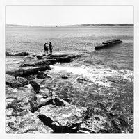 Foto tirada no(a) Passeio Marítimo de Oeiras por Nuno M. em 8/11/2012