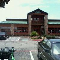 Das Foto wurde bei Twin Peaks Restaurant von Scott D. am 5/26/2012 aufgenommen