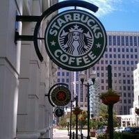 Foto tomada en Starbucks por CB el 9/8/2011