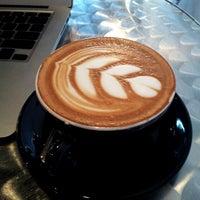 Das Foto wurde bei Houndstooth Coffee von Brian T. am 5/27/2012 aufgenommen