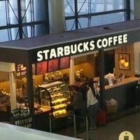 Photo taken at Starbucks by Tatsuya D. on 12/18/2011