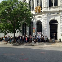 Photo taken at Grimaldi's Pizzeria by jfeiv on 6/2/2012