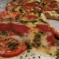 Снимок сделан в Rizzo's Fine Pizza пользователем Jonathan G. 10/4/2011