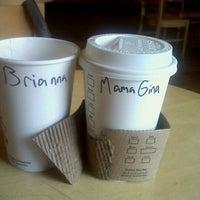 Foto tirada no(a) Starbucks por Brianna R. em 1/17/2012