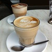 Foto tirada no(a) Adoro Cafe por Gabrielle A. em 5/27/2012