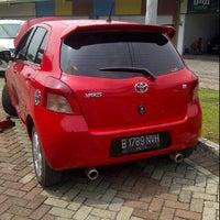 Photo taken at Bursa Mobil Serba OTO Palem Semi by yayan h. on 12/24/2011