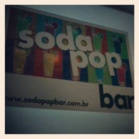 Foto tirada no(a) Soda Pop Bar por Kito G. em 7/2/2012