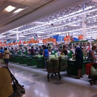 Foto tirada no(a) Sonda Supermercados por Flavinha O. em 2/19/2011