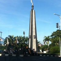 Photo taken at Tugu Kujang Bogor by Raffa Bintang on 4/17/2011