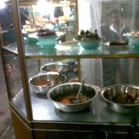 Photo taken at Rumah Makan Bate Iliek by dimas on 6/11/2012