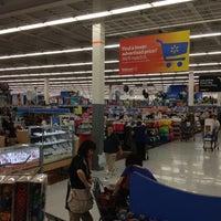 Foto diambil di Walmart oleh Nobuzo pada 5/19/2012