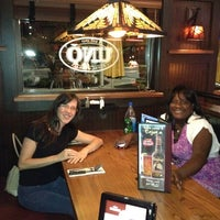 Photo taken at Uno Pizzeria & Grill by Julie on 8/29/2012