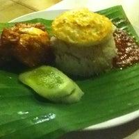 Photo taken at Restoran Darussalam by Siti Z. on 3/26/2012