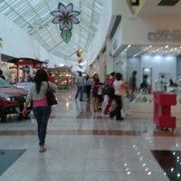 Foto tomada en Plaza Las Américas por Octavio J. el 5/18/2012