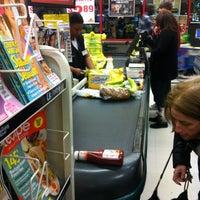 Foto tirada no(a) ShopRite por Alicia K. em 2/27/2012