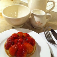 Photo taken at Le Pain Quotidien by ThenAgainMayBeNot on 11/27/2011