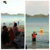 Photo taken at โรงแรมเกาะเหลายารีสอร์ท by สุดเขต ส. on 4/6/2012