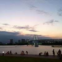 Photo taken at Odaiba Marine Park by Dean Dhaseul K. on 8/8/2012