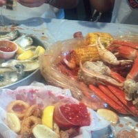 Photo taken at Hot N Juicy Crawfish by Lynn V. on 6/24/2012